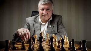 """زندگی نامه قهرمانان شطرنج جهان("""" آناتولی کارپوف """" ملقب به مار بوآ)"""